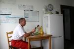 Der Sanitäter in seiner kleinen Station