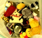 Neben Textilien finden sich auch viele Stofftiere in den Spendenboxen