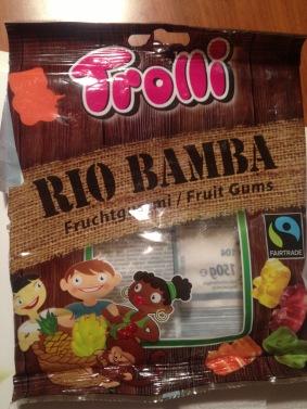 Die Gummibärchen Rio Bamba von Trolli sollen zwar fair gehandelt sein, aber die abgebildeten Kinder sind doch etwas klischeehaft geraten.