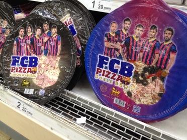 Ein ungewöhnliche und deshalb für mich gelungene Verpackung: Pizza aus dem Kühlregal in Folie mit Fußballaufdruck (gesehen in Barcelona).