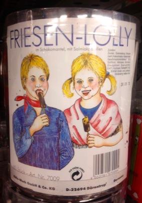 Friesen-Lolly in echt hässlicher Verpackung mit Schokolade und Salmiak (gewagte Kombi!) VON http://www.kuefa-bonbons.de/