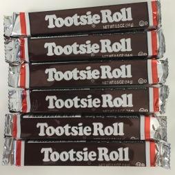 """Tootsie Roll - Ikone der amerikanischen Süßwarenwelt, erstmal 1896 als """"Penny Candy"""" verkauft."""