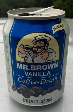 Dieses Kaffeegetränk in der Dose von Mr. Brown besteht zu 75% aus Milch! Vanille-Aroma ist minimal.
