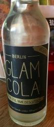 Dieses vegane Cola-Gesöff mit Ingwer stammt aus Berlin, schmeckt aber für mich zu wenig nach Cola ihm fehlt der Wumms.