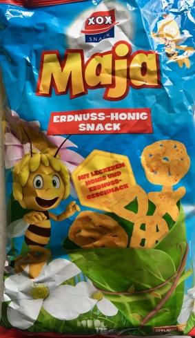 Ganz ganz schlimm: XOX Erdnuss-Flips mit - festhalten - Honiggeschmack! Dabei ist nur ein winziger Anteil der Zutaten Honig, den deutlichen Honiggeschmack stellen Aromen her. Als Maskottchen konnte Biene Maja gewonnen werden.