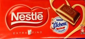 """2 Brands in 1: Nestle-Schokolade mit Füllung aus Nestle-Milch """"La Leche""""."""