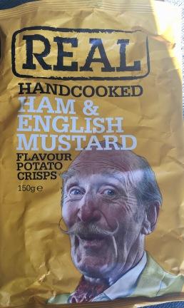 """Handgemachte Chips von Real mit Geschmack """"SChinken und englischer Senf"""" - waren wirklich schön dicke und große Scheiben, extra knusprig, leicht senfig, aber etwas zu stark nach Schinken schmeckend. Egal, waren schnell weggefuttert."""