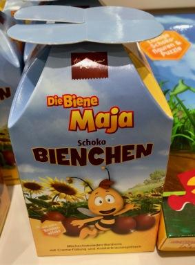 """Noch ein Biene Maja-Lizenzprodukt: mit Creme gefüllte Formkekse in der Art der """"Schöller Koalas"""""""