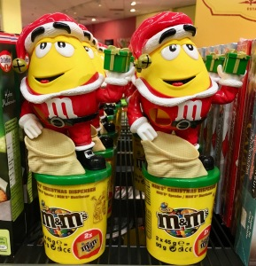 """Die Profis: Wohl keiner produziert so viel Spielzeug-Dispenser und SWchmuck-Verpackungen mit spielerischem Charakter wie M&M von Mars. Interessant sind die vergleichsweise hohen Preise dieser """"erweiterten"""" Verpackungen mit und ohne spielerischem Zusatznutzen."""