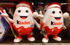 Ferrero bietet gerade zu Feiertagen immer mehr verspielte Umverpackungen für die Mini-Ausgaben seiner Produkte an.