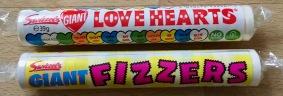 Ein moderner Klassiker: Die großen Fizzers-Tabletten von Swizzels: Gaint Love Hearts. Swizzels kommt zwar aus England, ist aber in Österreich gut vertreten.