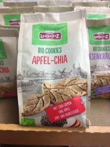 Und fast schon ein Muss in diesen Zeiten für Biokekse sind die vielbeschworene Schia-Samen - hier kombiniert mit Apfel.
