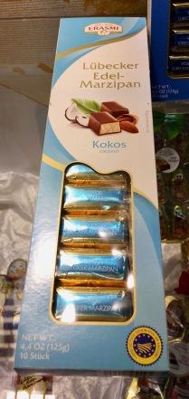 Auch Carstens aus Lübeck hat eine schmackhafte Innovation parat: kleine Marzipanbrote mit Kokos.