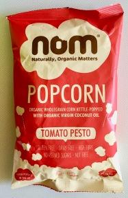 Herzhaftes NOM-Popcorn mit Tomate.