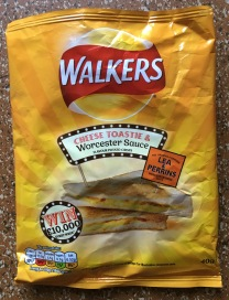 Sauer-würzige Chips von Walker mit der originalen WorcesterSauce von Lea & Perrins.