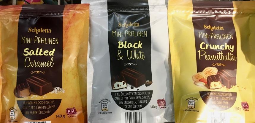 gefunden bei Aldi: Einzeln verpackte Schoko-Pralinen im Beutel mit modischen Geschmacksrichtungen: Salted Caramel, Black & White und