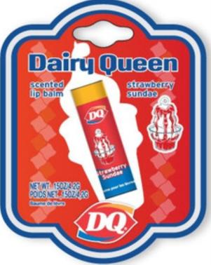 """Leckeres Milcheis mit Erdbeersoße als Lippenstift gefällig?! Dann empfehle ich ein Produkt aus dem Hause """"Dairy Queen""""."""