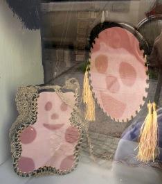 Taschen mit Gesichtswurstmotiv Bergmannstraße