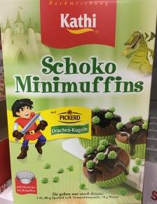 Schoko-Minimuffins von kathie mit grünen Drachenkugeln von Picerd.