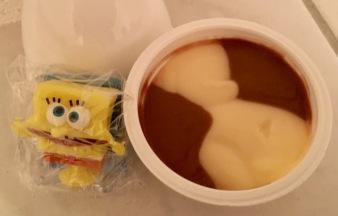 Spongebob Pudding mit Geschenk innen
