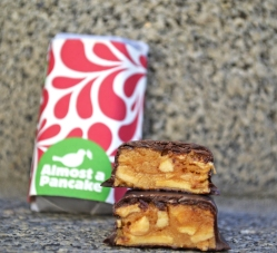 """Candy Farm """"Almost Pancake"""" Schokoriegel im Anschnitt"""